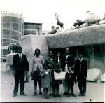 Ramanbhai-Gandhi-&-Family-1965.jpg